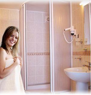 Sineklik Sistemleri    Duş Ve Küvet Kabinleri  Akardeon Bölme Ve Kapı Sistemleri   Me..