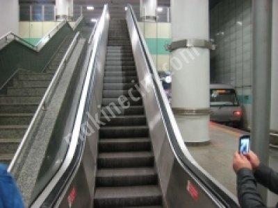 Yürüyen Merdiven Yıkama Makinası