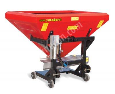 600Lt Adjustable Hydraulic Single-Disc Fertilizer Spreader
