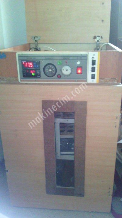 Kartalda Satılık El Yapımı Otomatik Çevirme Kuluçka Makinası