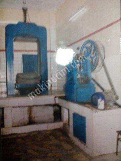 Satılık 2. El Eski Sistem Zeytin Sıkma Makinalari Fiyatları Aydın taş baskı zeytin sıkma makinası,zeytin sıkma makinası,sulu sistem zeytin sıkma,kara baskı zeytin sıkma,eski sistem zeytin sıkma