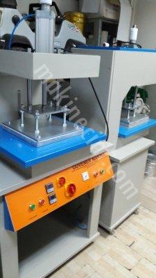 Satılık Sıfır Gofre Baskı Makinası Fiyatları İstanbul silikonbaskimakinasi,gofrebaskımakinası,gabartmamakinasi,dalgıç kumaş baskı makinası,desenbasmamakinası,güvenermakina,gofremakinası,gofre,enjeksiyonbaskı makinası,silikonbaskımakinasi,gofrebaskı makinası