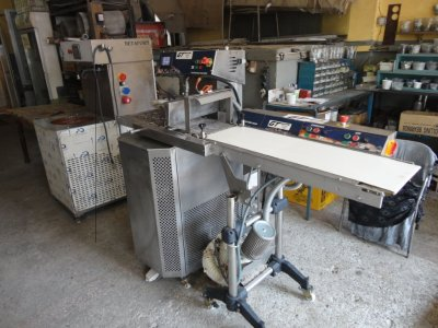 Satılık 2. El Çikolata Temperleme Makinası Fiyatları İstanbul Çikolata Temperleme Makinası ve kaplama tel bantı