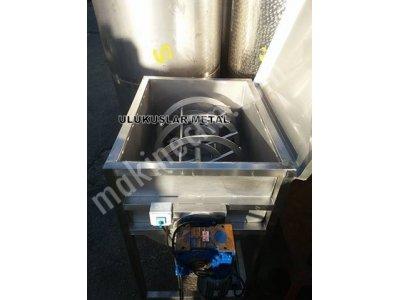 Toz Karıstırıcı Makinesi Toz Madde Karıstırma Mikseri 400- 500 Kg ARASINDADIR,