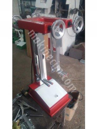 Isıtmalı Ayakkabı Açma Makinesi